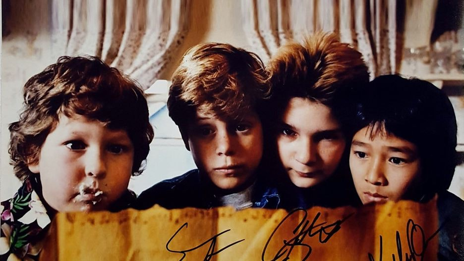 A signed cast photo from The Goonies ⚓☠️💎