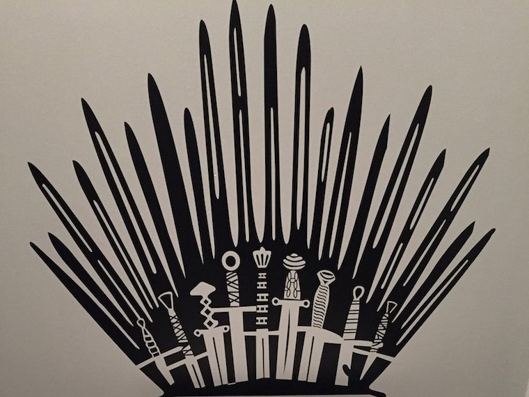 This decal that transforms your toilet into the Iron Throne 🚽
