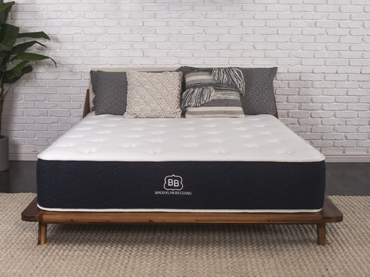 This amazingly comfortable mix of traditional and foam mattresses