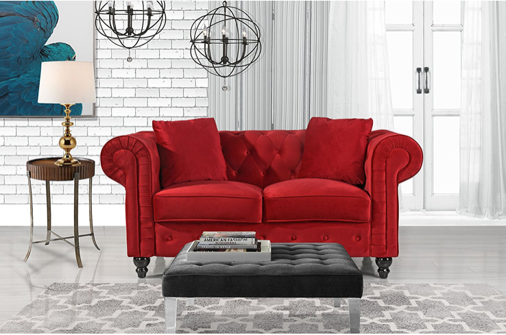 This romantic red loveseat 💑