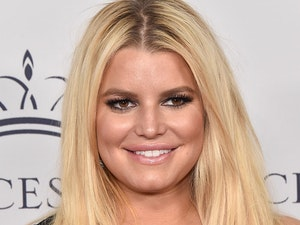 Jessica Simpson Just Posted a Pic of Her New Daughter Birdie and We Are Squeeing 😍