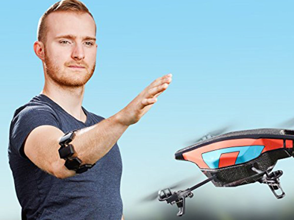 This armband that lets you control stuff like a wizard or something