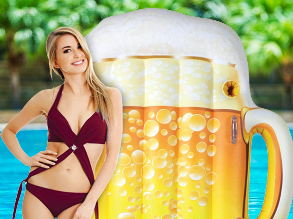 This beer pool float... that also holds your beer