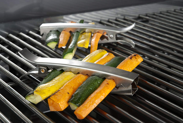 This smart grilling tool that keeps veggies from falling in the fire🥕