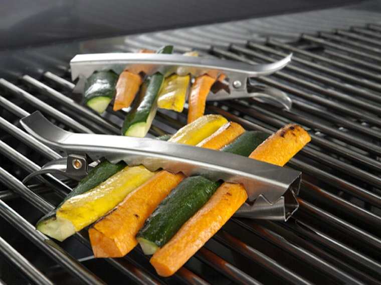 This smart grilling tool that keeps veggies from falling in the fire 🥕