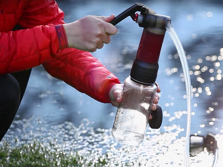 This water pump that lets you safely drink from puddles (really)