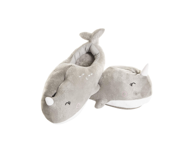 These whale slippers with a built-in heater 🐳🔥