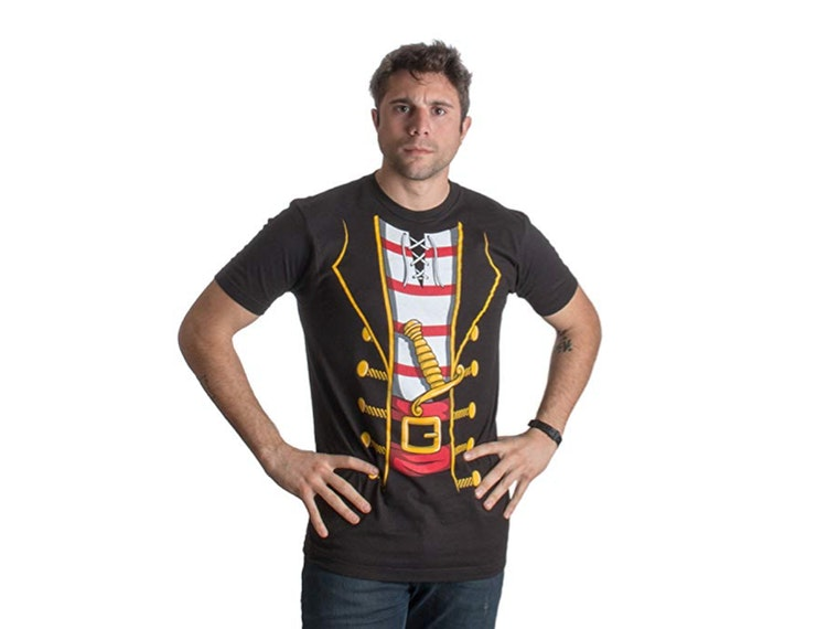 This T-shirt that transforms you into a swashbuckling pirate ☠