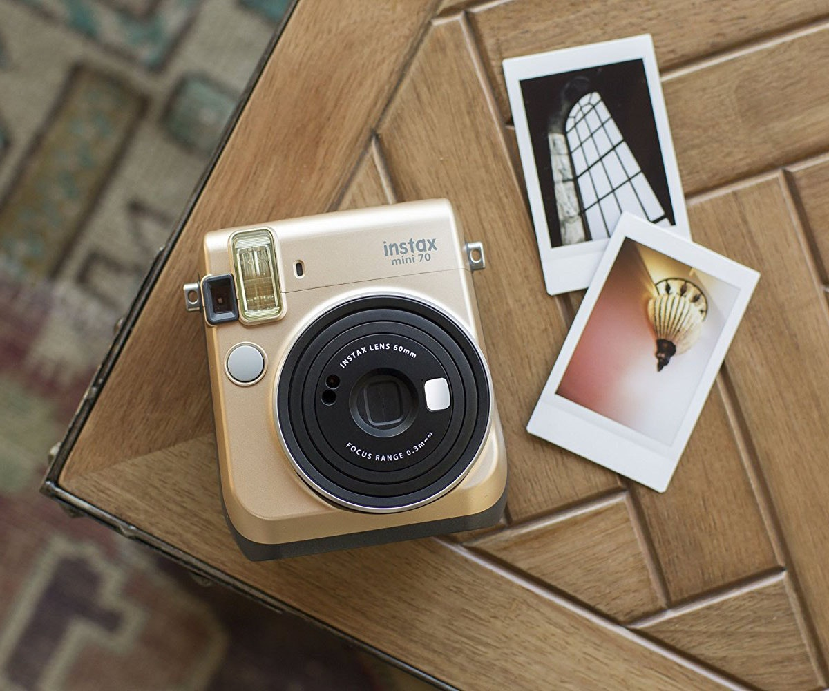 This camera that prints instant memories 📷