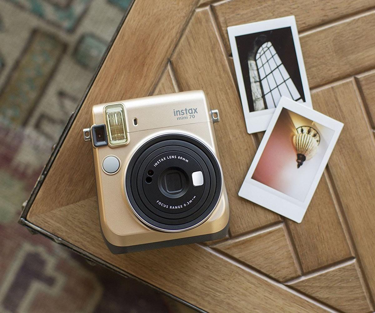 This camera that prints instant memories📷