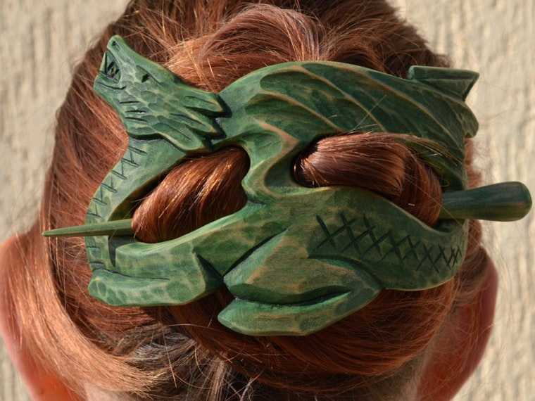 This wood dragon to protect your hairdo 🐉