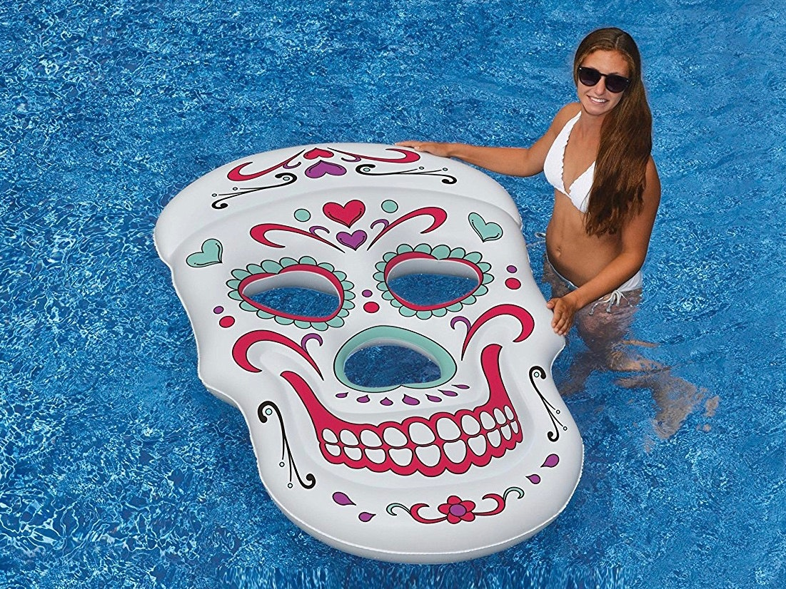 This sweet-and-scary skull float