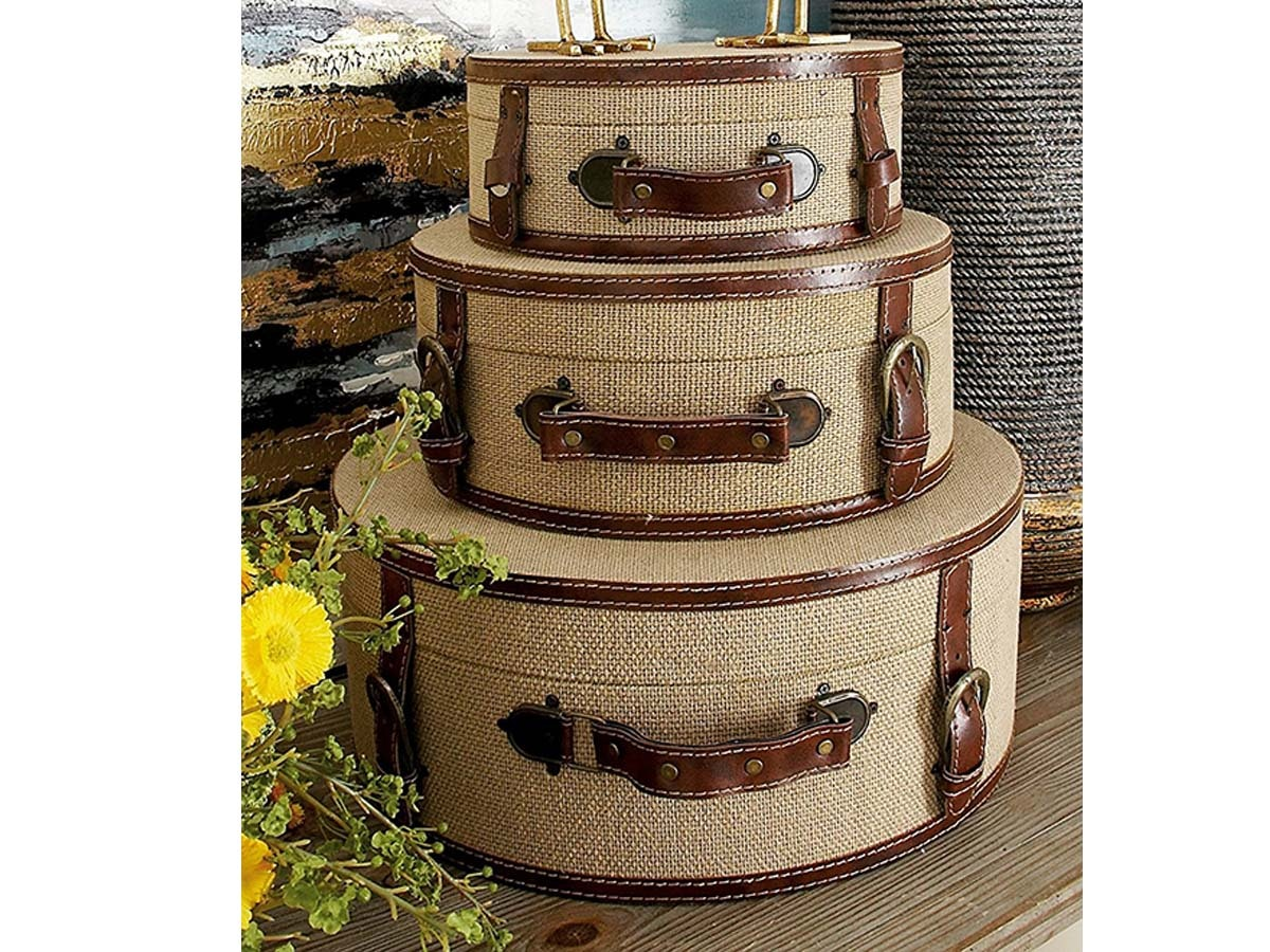 These hat boxes, repurposed for a uniquedessert display
