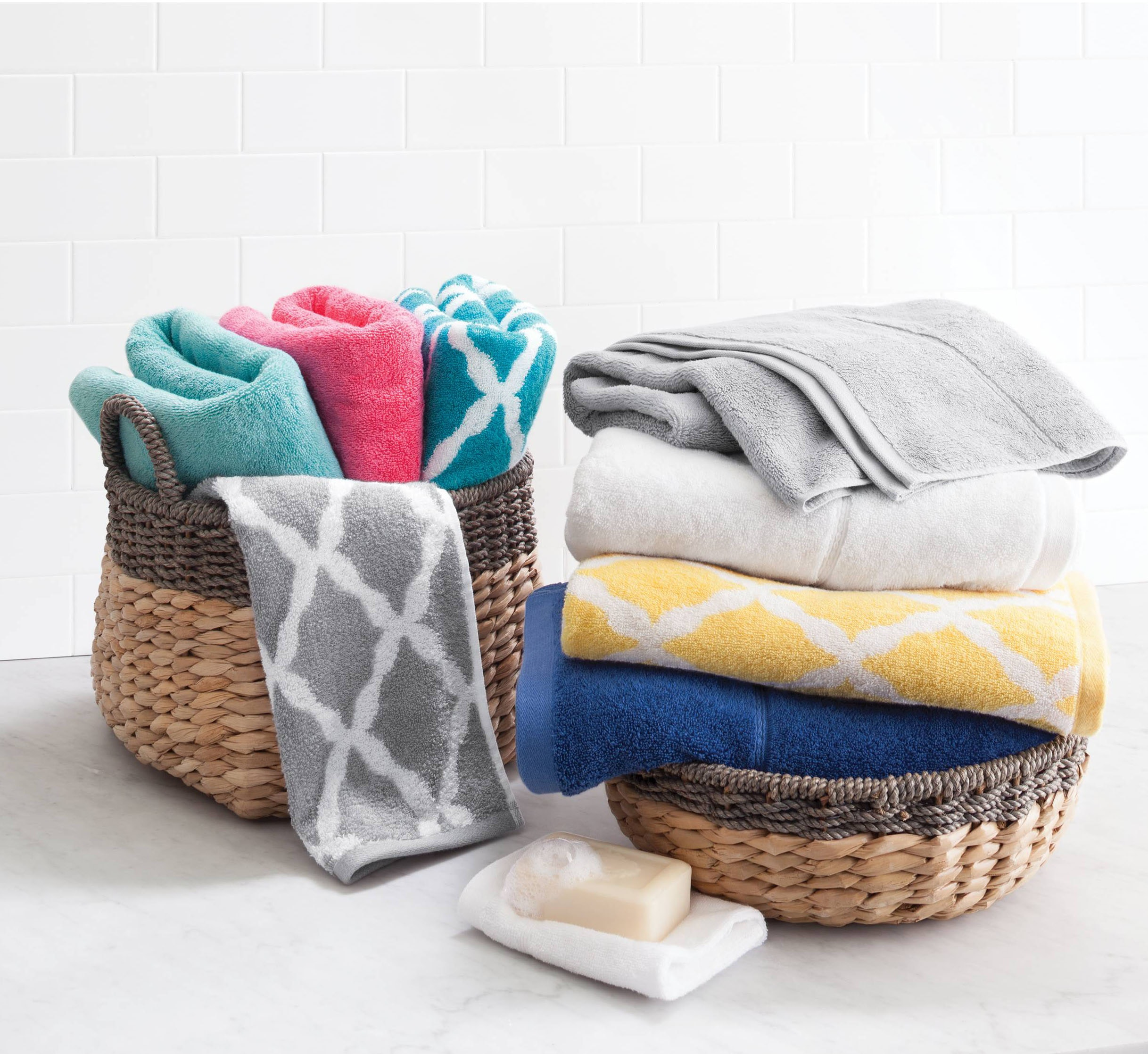 These colorful towels to brighten up your bathroom