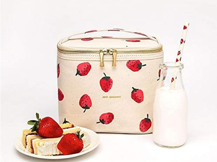 This berry-licious lunch tote 🍓