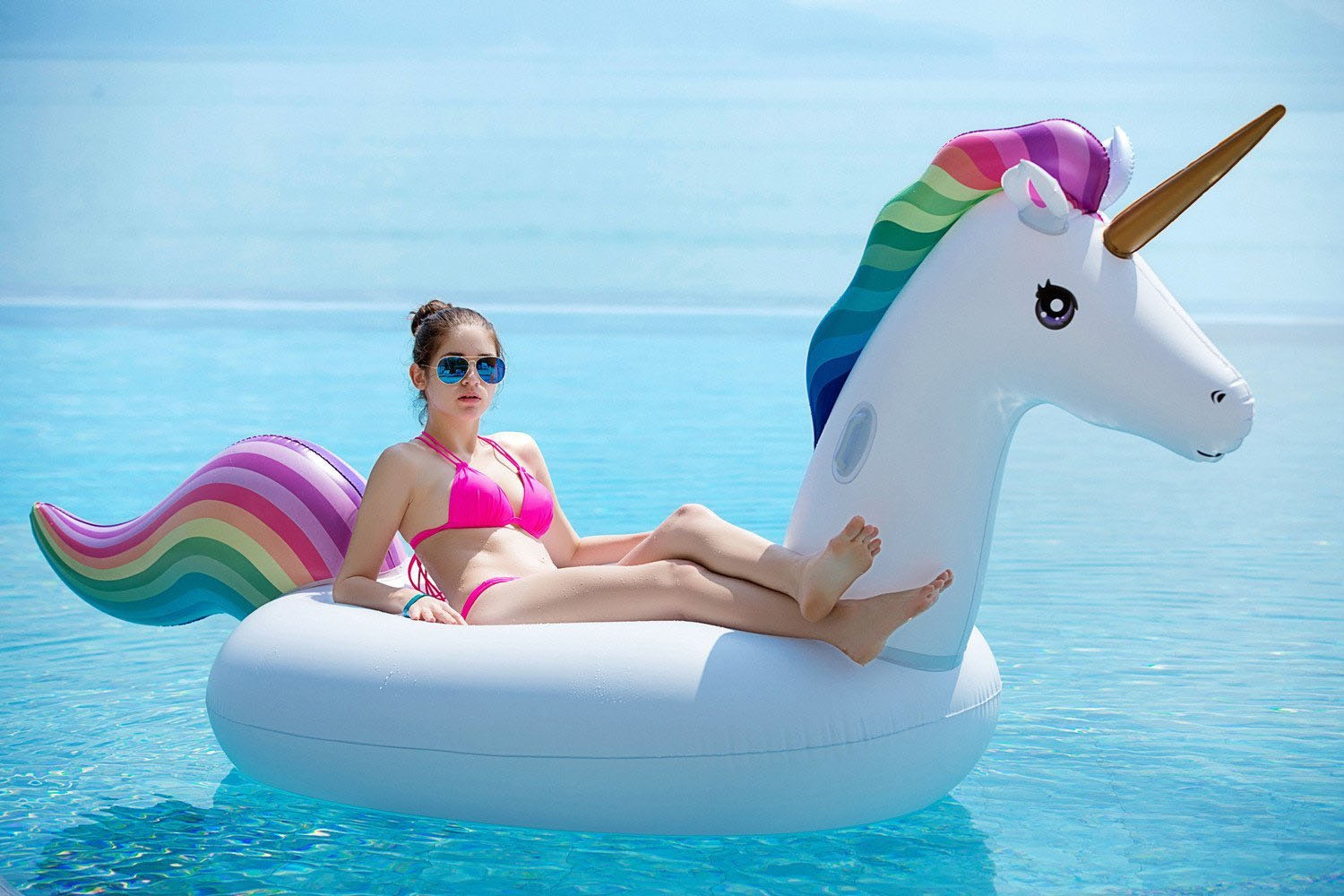 This giant unicorn pool float for two 🦄
