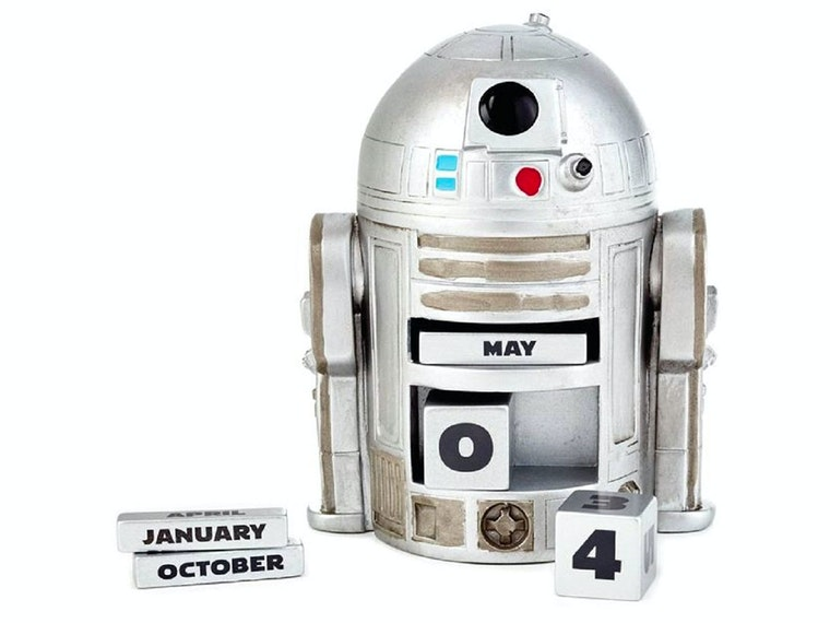 This droid that always knows today's date