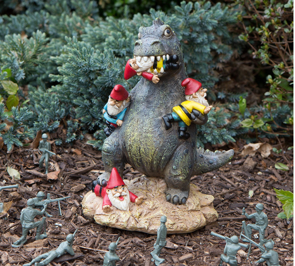 This fearsome garden decoration 🐉