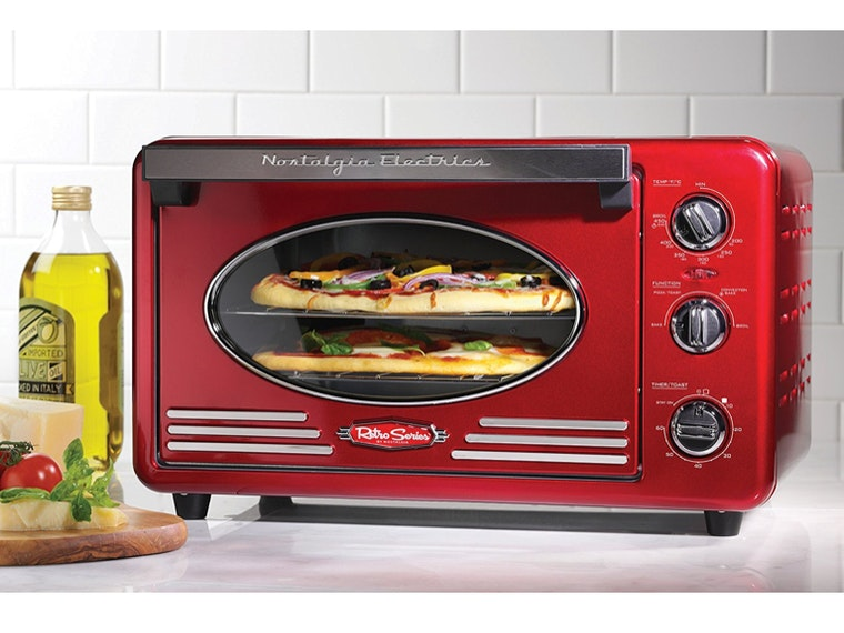 A fire-engine-red toaster oven 🚒