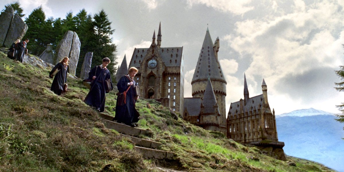 Harry Potter Fan Theory: Is Mary Poppins Part of the Potterverse?