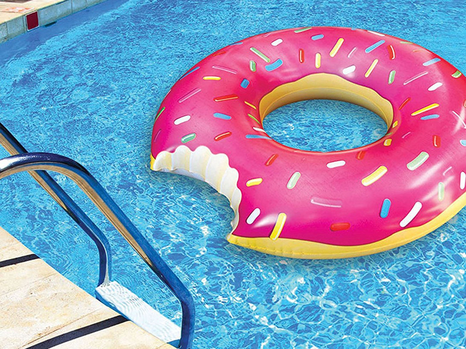 This super tasty pool float