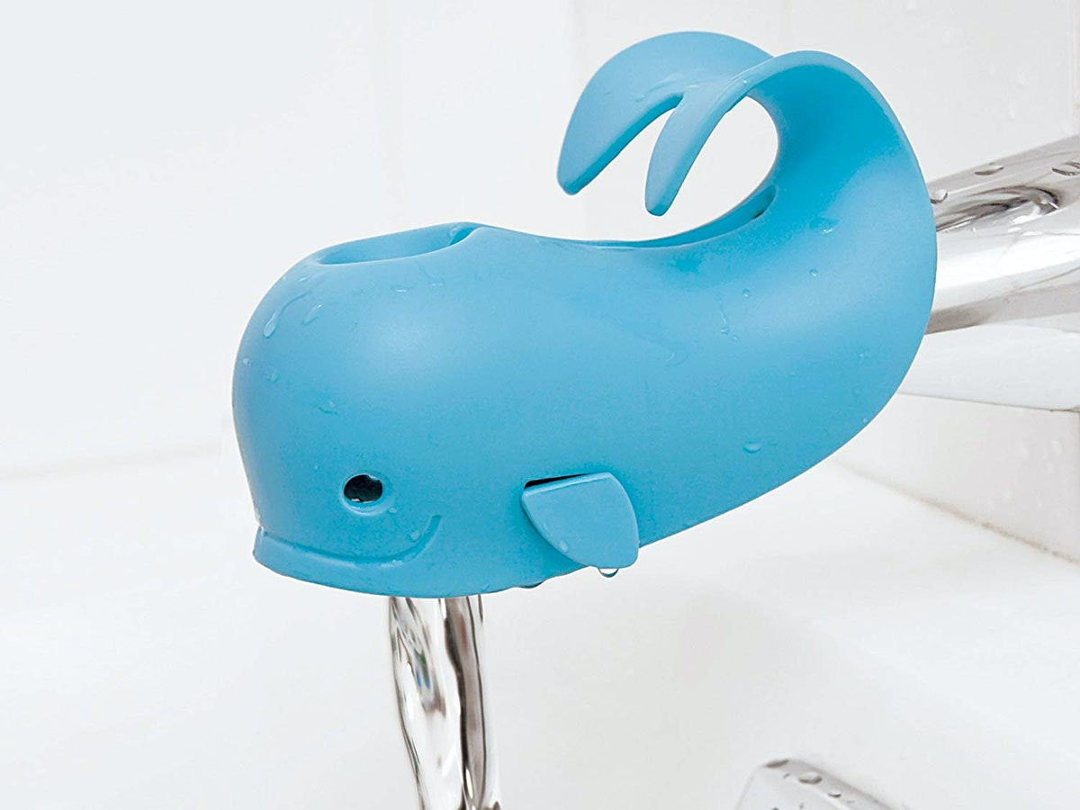This soft (and cute!) spout cover for your bath 🐋