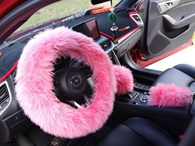 This cuddly steerling wheel and gear shift cover