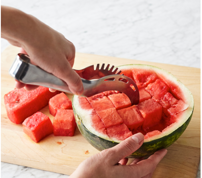 This tool that makes cutting melon a breeze🍈