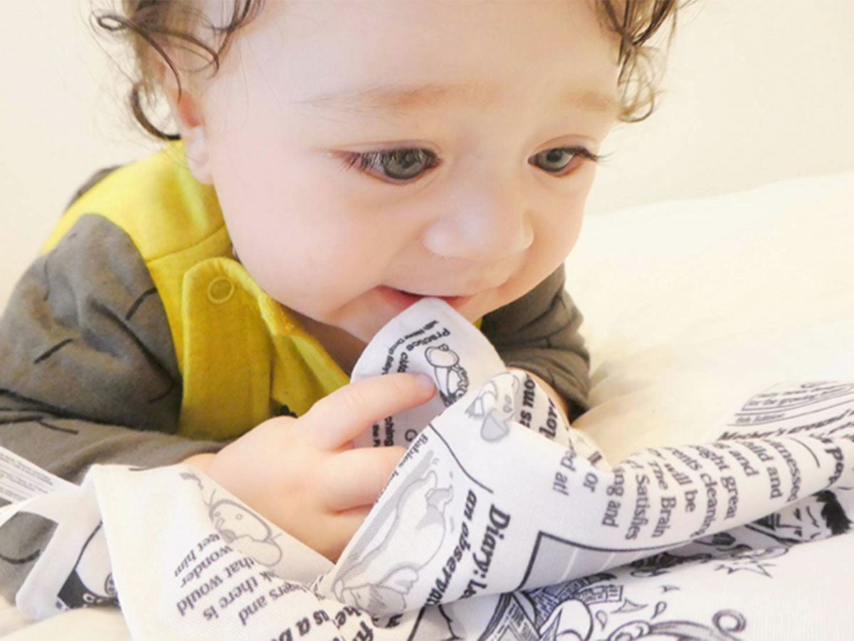 This crinkly newspaper for your baby 📰