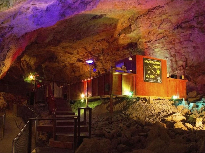 This Grand Canyonhotel room that's inside a cave
