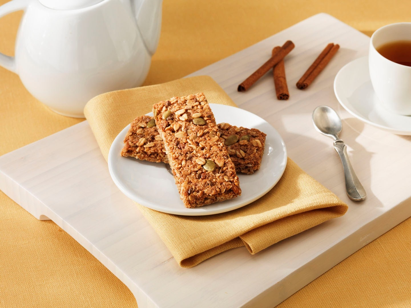 These health-smart, pumpkin-flavored granola bars