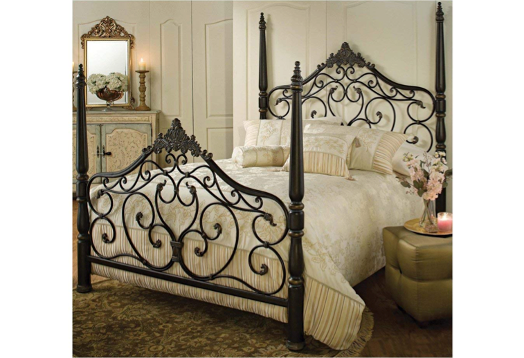 This incredibly ornate bed frame 🛌