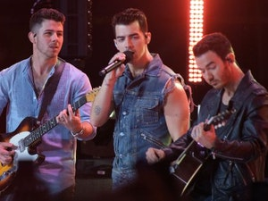 Jonas Brothers Perform at Asbury Park for MTV's Video Music Awards: Check Out the Crazy Scene
