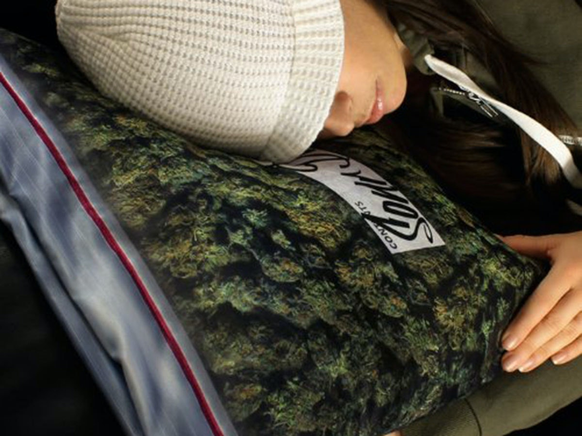 This incredibly dank pillowcase for your favorite stoner
