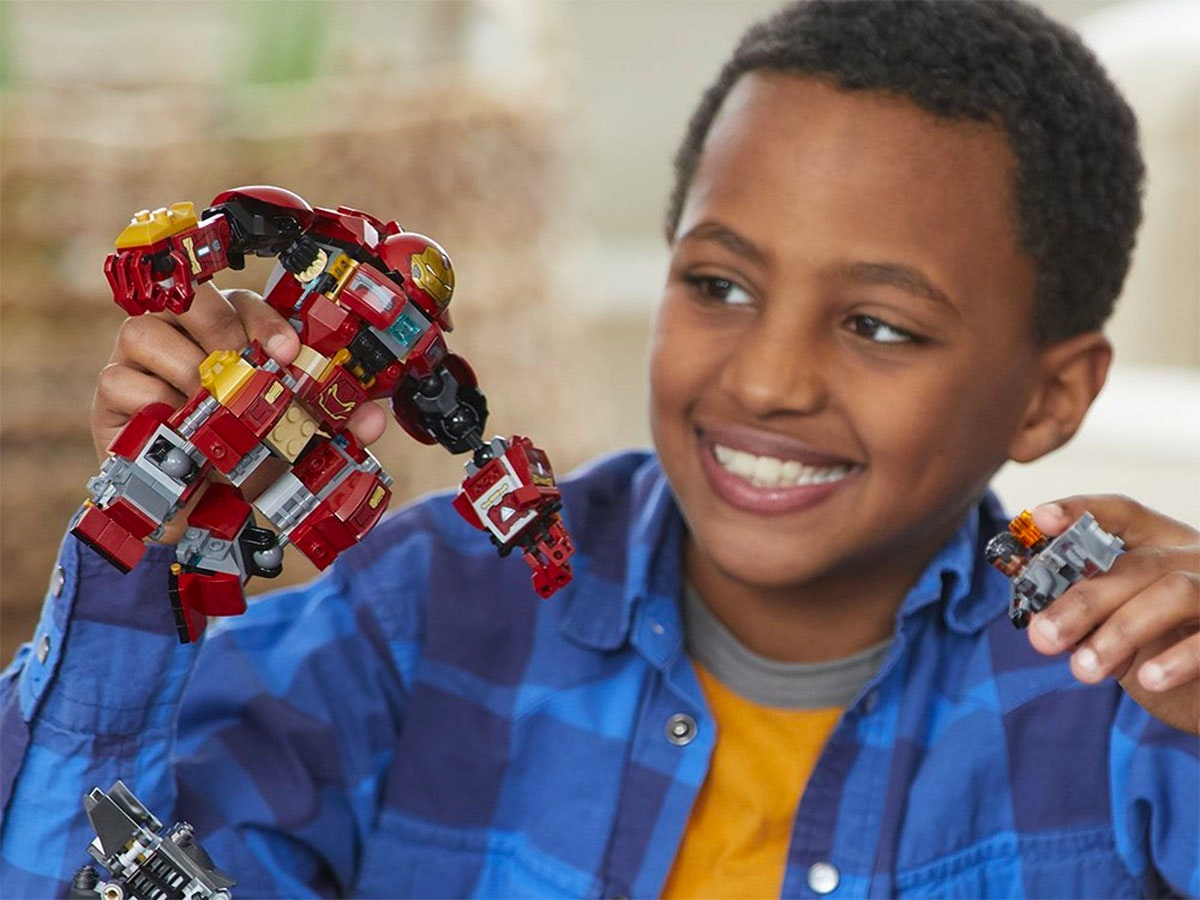 This Lego Hulkbuster for young Avengers fans