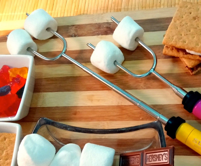 This roasting tool for making the most delicious s'mores🔥