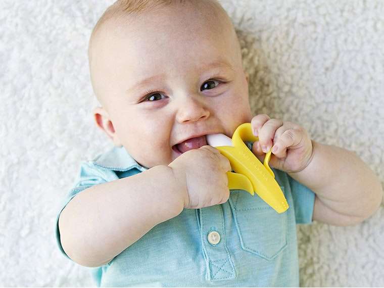 This teeth-cleaning toy that babies love 🍌