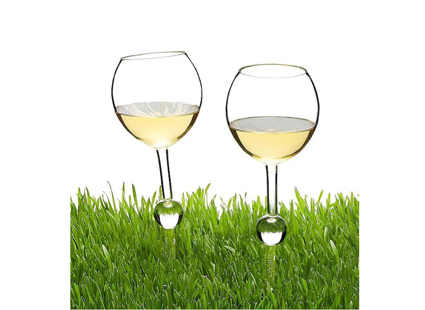 These spiked wine glasses that wedge in the grass🍷