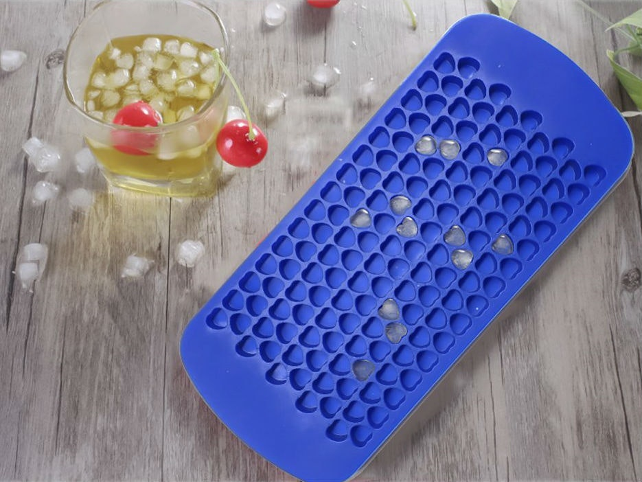 This tray that makes itty bitty ice cubes in miniature