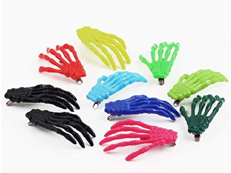 These hair clips that look like skeleton hands 💀