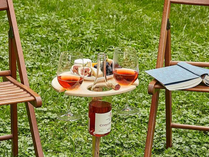 The perfect table to pair with a bottle of wine🍷