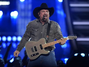 Garth Brooks Announces 'Dive Bar Tour'