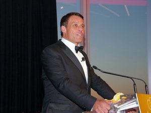 Tony Robbins Posts Open Letter to Buzzfeed News Following Accusations