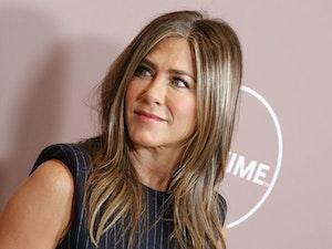 Jennifer Aniston Instagrams Cast of 'Friends', Breaks the Internet